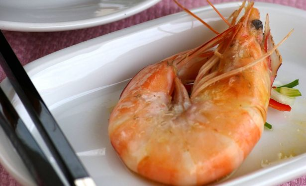 Steamed Prawns In Wine.