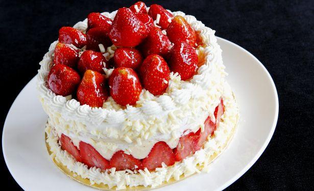 fraisier strawberry cake