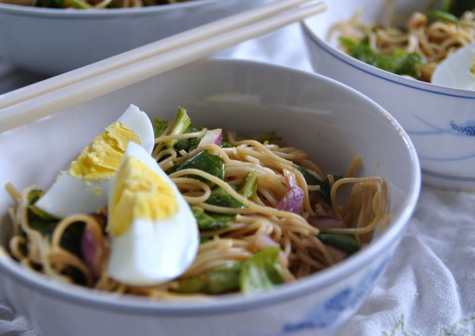 Quick And Spicy Ginger-peanut Noodles With Cucumbers And Tat Soi