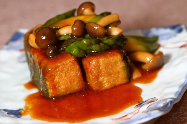Braised Homemade-Spinach Bean Curd with Shimeji Mushroom and Vegetable.