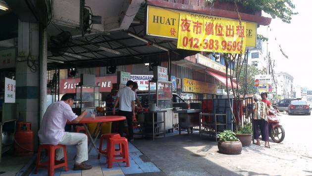 Huat Kee fishball noodles stall, off Jalan Loke Yew.