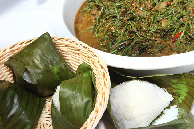 Nasi Beras Bario (sticky rice) and Sayur Midin Belacan are some of the unique dishes served.