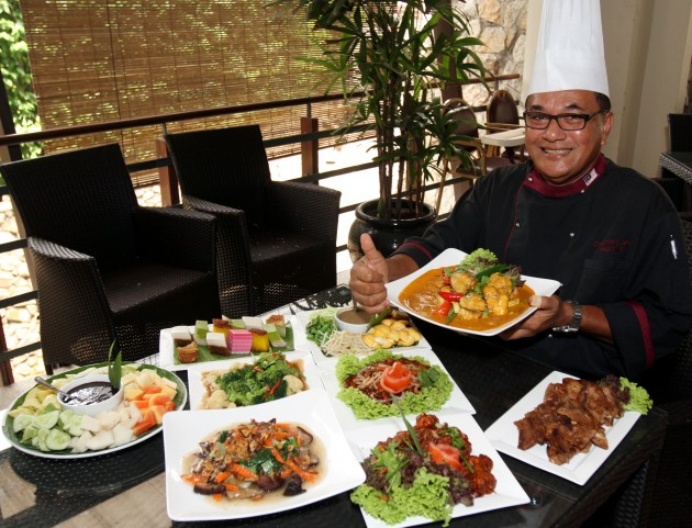 Chef Din showing off some of the items on the Ramadan bazaar buffet at the Kota Permai Golf and Country Club.