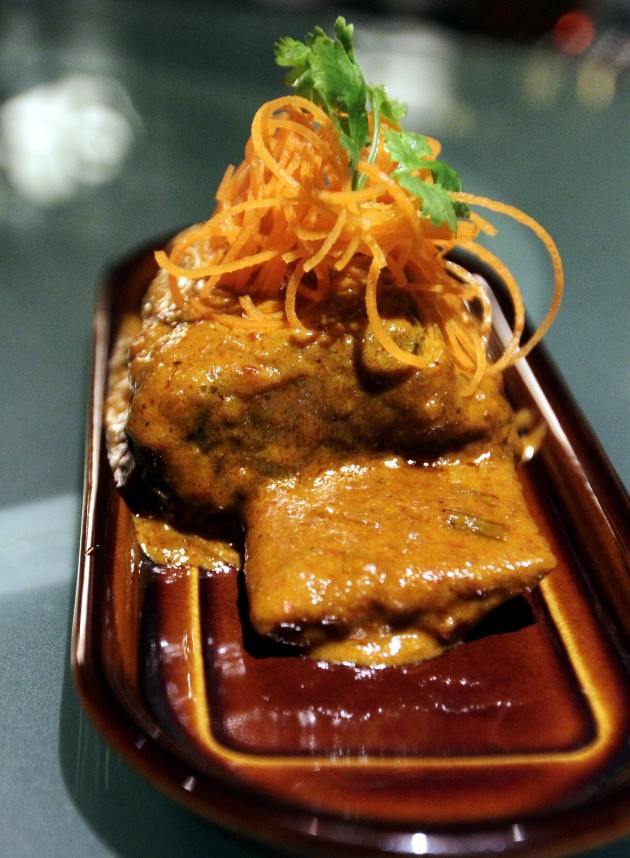 One of the dishes that has been given due attention is the succulent Long Rib Beef Rendang where meat falls off the bone easily, showcasing tenderness which melts in the mouth with every bite.