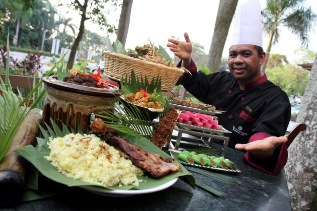 Chef Ibrahim showing off the delicious Malay delicacies available at Palm Garden Hotel this Ramadan.