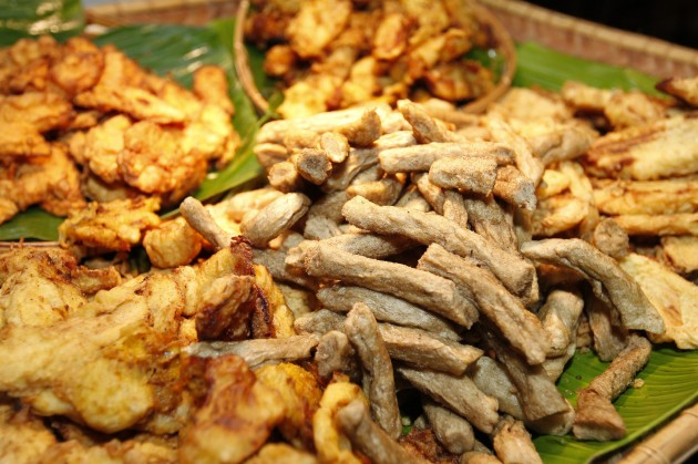 Keropok lekor and other local fritters are available.