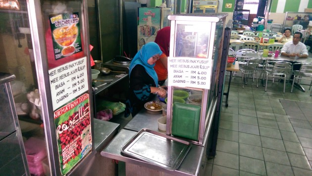 Mee rebus being prepared for customers at the makan place.