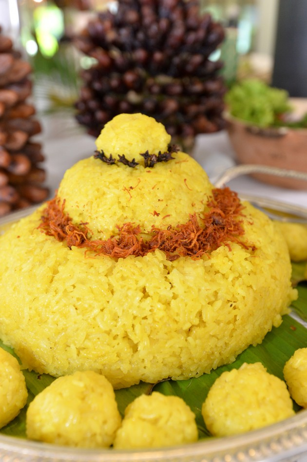 Pulut kuning is usually eaten with chicken or beef curry.