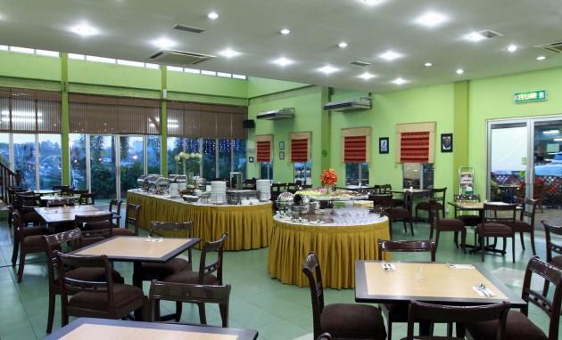 The interior of Restoran Puteri Penchala.