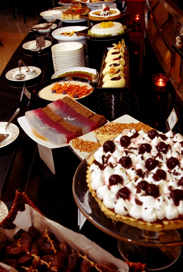 There is a variety of both local and Western desserts.
