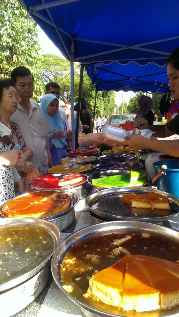 The Rasa Puding stall sells up to 30 trays of pudding a day.