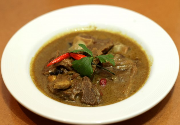 The Lamb Kurma (Kambing Kurma) is a main dish that compliments well with a plate of hot steaming rice.