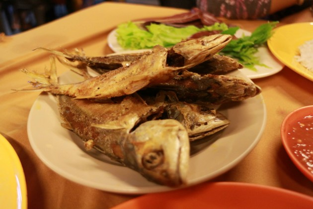 Deep-fried crispy Indian mackerels are part of the tasty dishes offered at Halim GP.