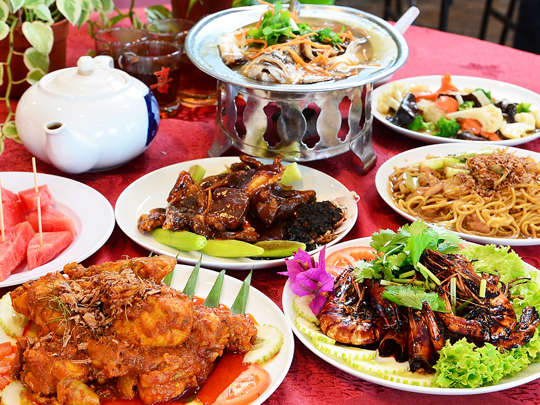 Hollywood Restaurant offers a good selection of nostalgic treats, such as (clockwise from top) Hainan Style Steamed Fish, Hainan Mixed Vegetables, Hainan Noodles, Hainan Dark Soya Fragrant Prawns, Curry Kapitan Chicken and Roasted Hainan Lamb with Lady Finger.