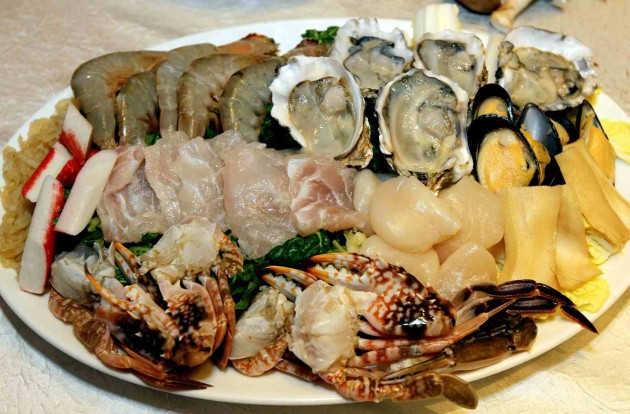 The Seafood Set at Celestial Court includes Sea abalone slices, white Prawn, flower Crab, mussels, fish slices, jelly fish, crab sticks, fresh oysters, scallops, assorted vegetables, chicken farm egg and rice vermicelli.