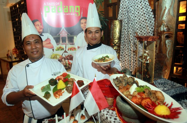 Guest chefs from Sheraton Surabaya Hotel & Towers Yulie Hermono (left) and Bayu Yuliansyah Warsono.