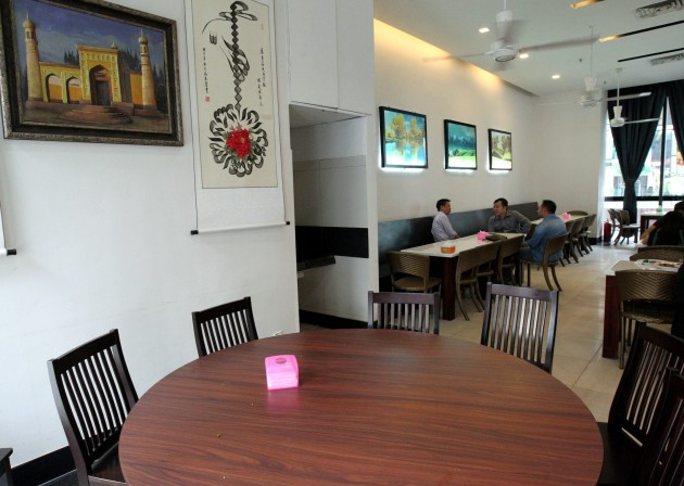 he interior of the Al-Amin Xinjiang Muslim Restaurant in SSTwo Mall is clean, tidy and able to seat 120 to 150 guests.