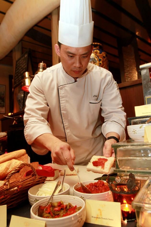 Sous chef Kok Yew Nin preparing Bruschetta.