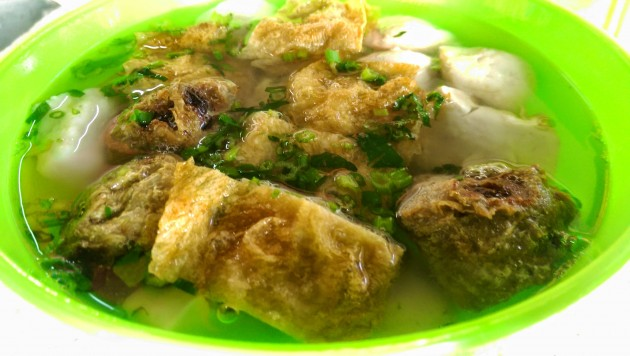 Fishballs and foochuk in clear broth.