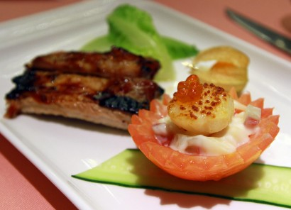 The barbeque square ribs complemented by sour and spicy sauce, with fresh scallop salad, and complementing.