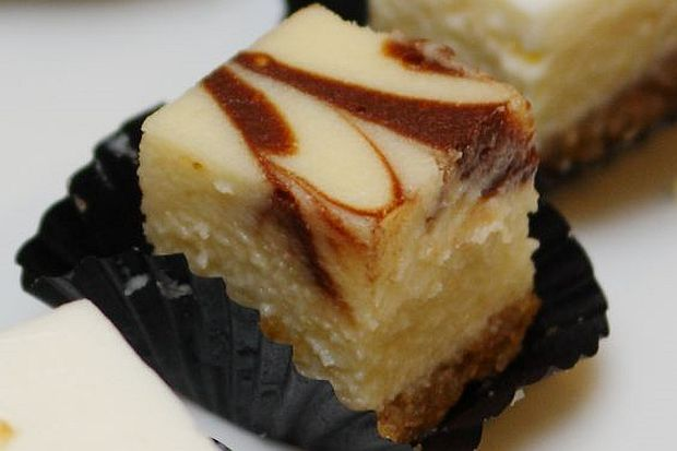 Mascarpone Chocolate Swirl Cheesecake