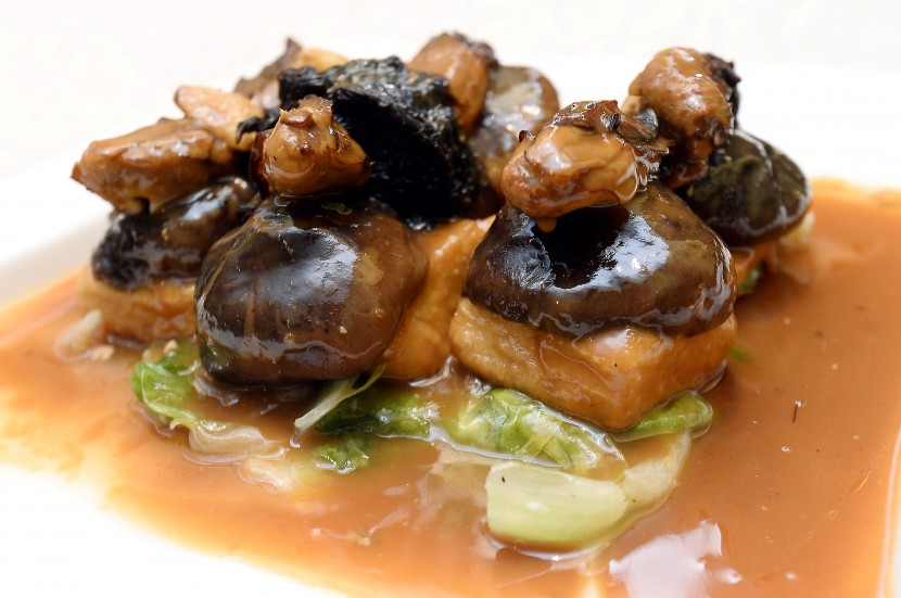 The home made beancurd does not play second fiddle to the Braised Black Moss and Dry Oyster.