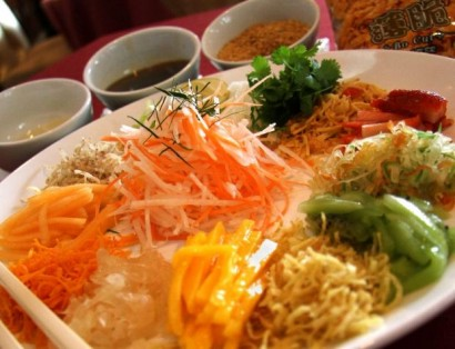 Fruity yee sang for diners