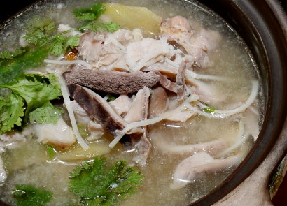 Those craving for spicy soup (lat tong) need not travel all the way to Kajang for their fix, as it is available at Ju Yuan restaurant in Bandar Puchong Jaya, Puchong.