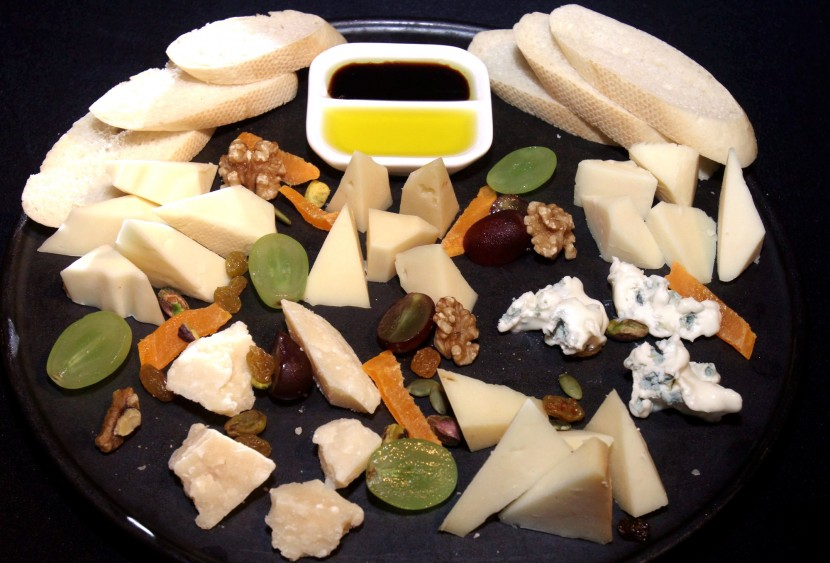 Cheese Platter with a selection of Italian cheese, gorgonzola, parmesan, pecorino, montasio provolone, asiago served with aged balsamic, dried fruit and toasted country bread.