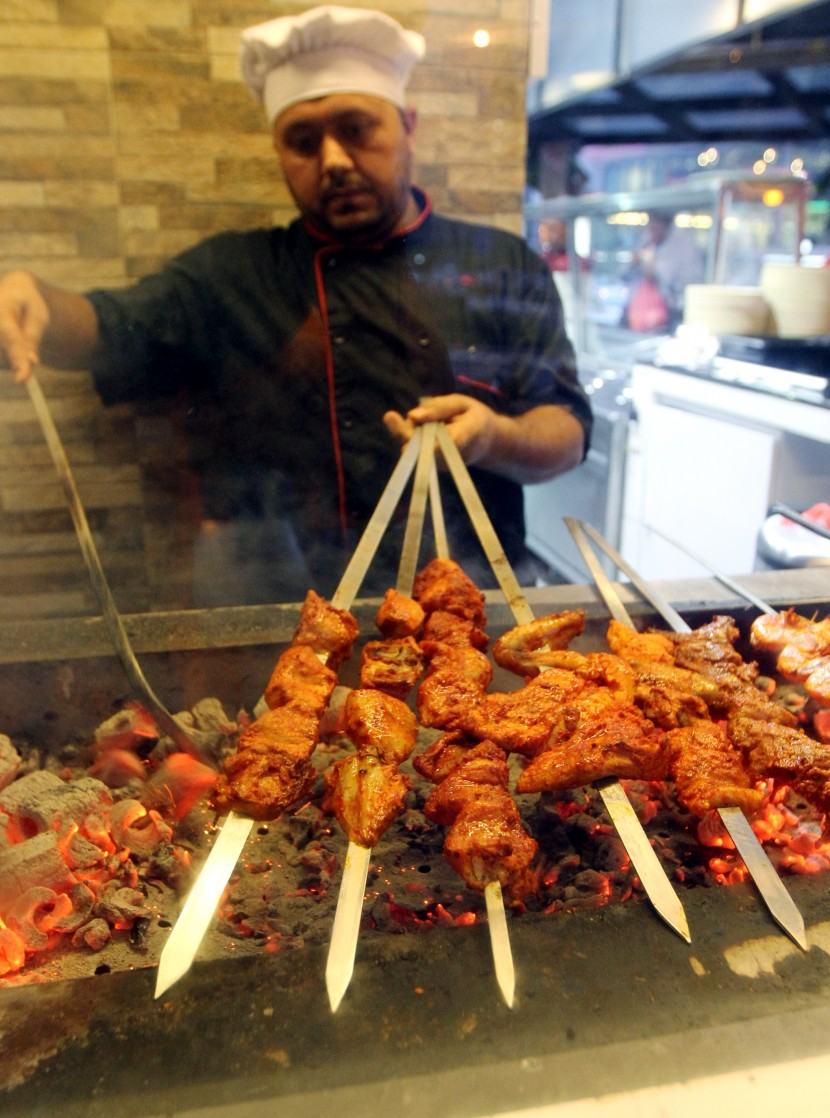 Expert at the grill: Head of the kitchen, Sami Ullah from Pakistan, grilling the Chicken Tikka.
