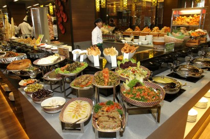 Extensive selection The Resort Cafe features a buffet island measuring up to 58.7m in length.