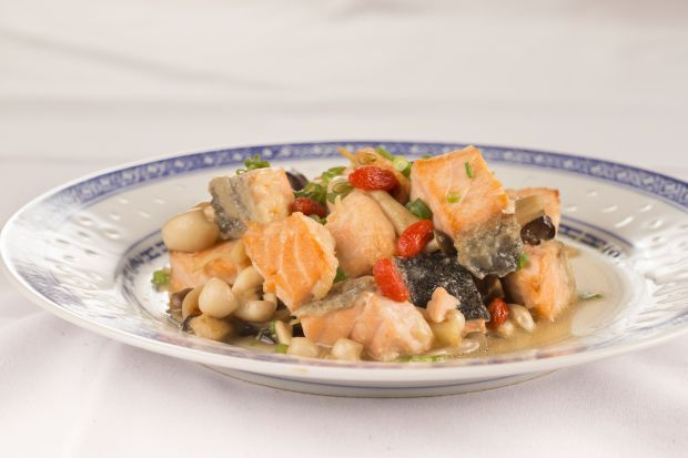 Fried Salmon with Mushrooms and Wolfberries