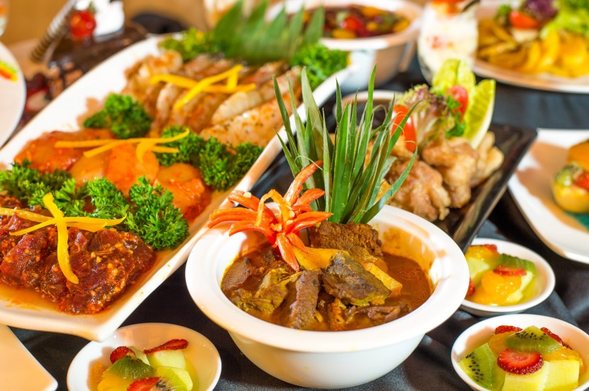 Grilled from Land to Sea: Select from marinated beef with Cajun sauce, BBQ chicken, farm prawns, chipolatas sausages, mabong fish berempah or stingray with air asam to be cooked to your preference.