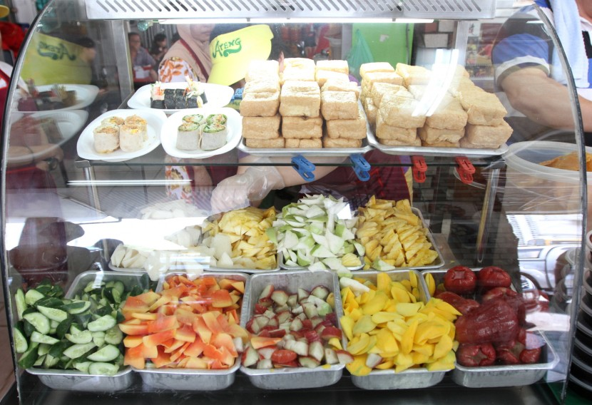A variety: Ateng Rojak uses seven different types of fruits for their rojak buah. They also serve a variation of popiah and tauhu bakar.