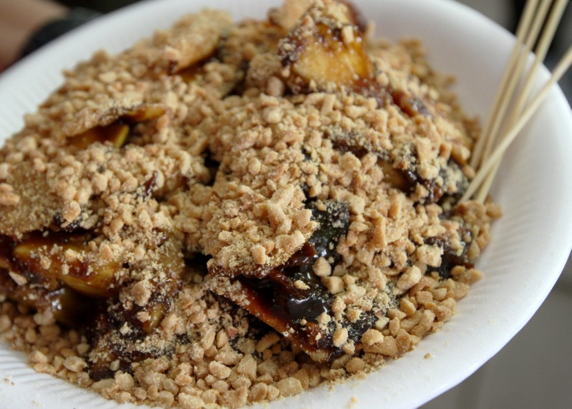 Much-loved snack: Ateng Rojak's mouthwatering rojak buah.