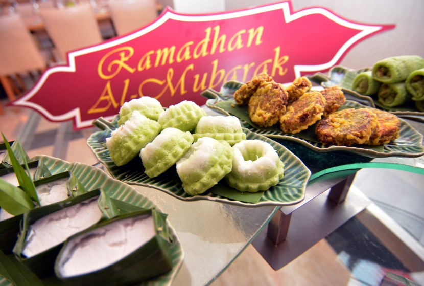 An assortment of traditional Malay kuih.