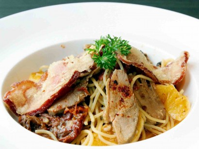 The Twin Duck Spaghetti is made up of crispy duck bacon, duck confit, sundried tomato, olives and fresh orange slices.