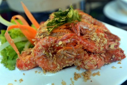 The famous Chinese cuisine Prawn with Oats is buttery while the crunchy oats goes really well with the sweet prawns.