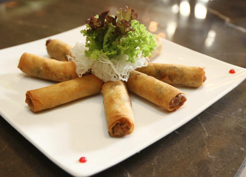 Those who love mushrooms should sample the Spring Roll with Enoki Mushroom and Chicken.