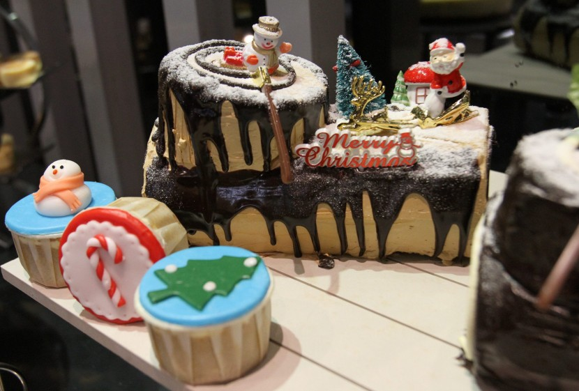 The cute Christmas decorations took the cake (no pun intended) in terms of presentation.