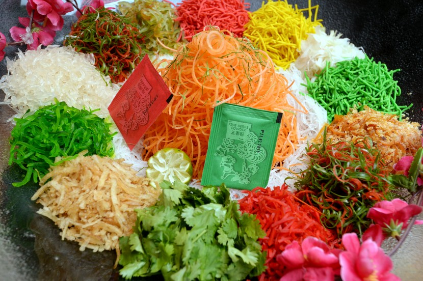"""Yin Yang"" prosperity Yee Sang is served with Norwegian salmon and Japan's yellow fin tuna slices."