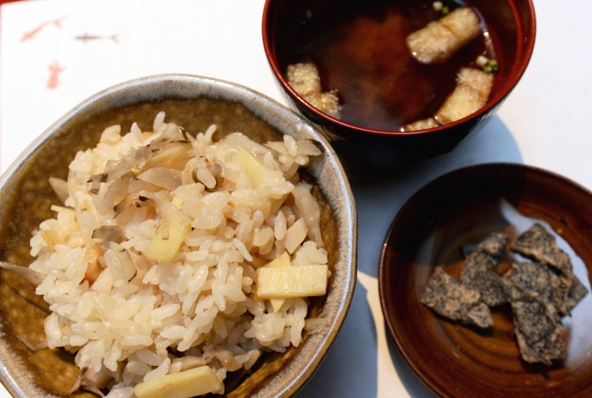 The takenoko oshokuji (bamboo shoot rice) comes with miso soup and salted seaweed to lend some saltiness to the rice.