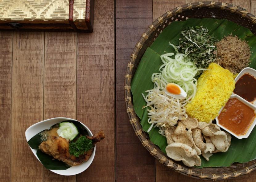 Nasi Kerabu Kuning Ayam Percik