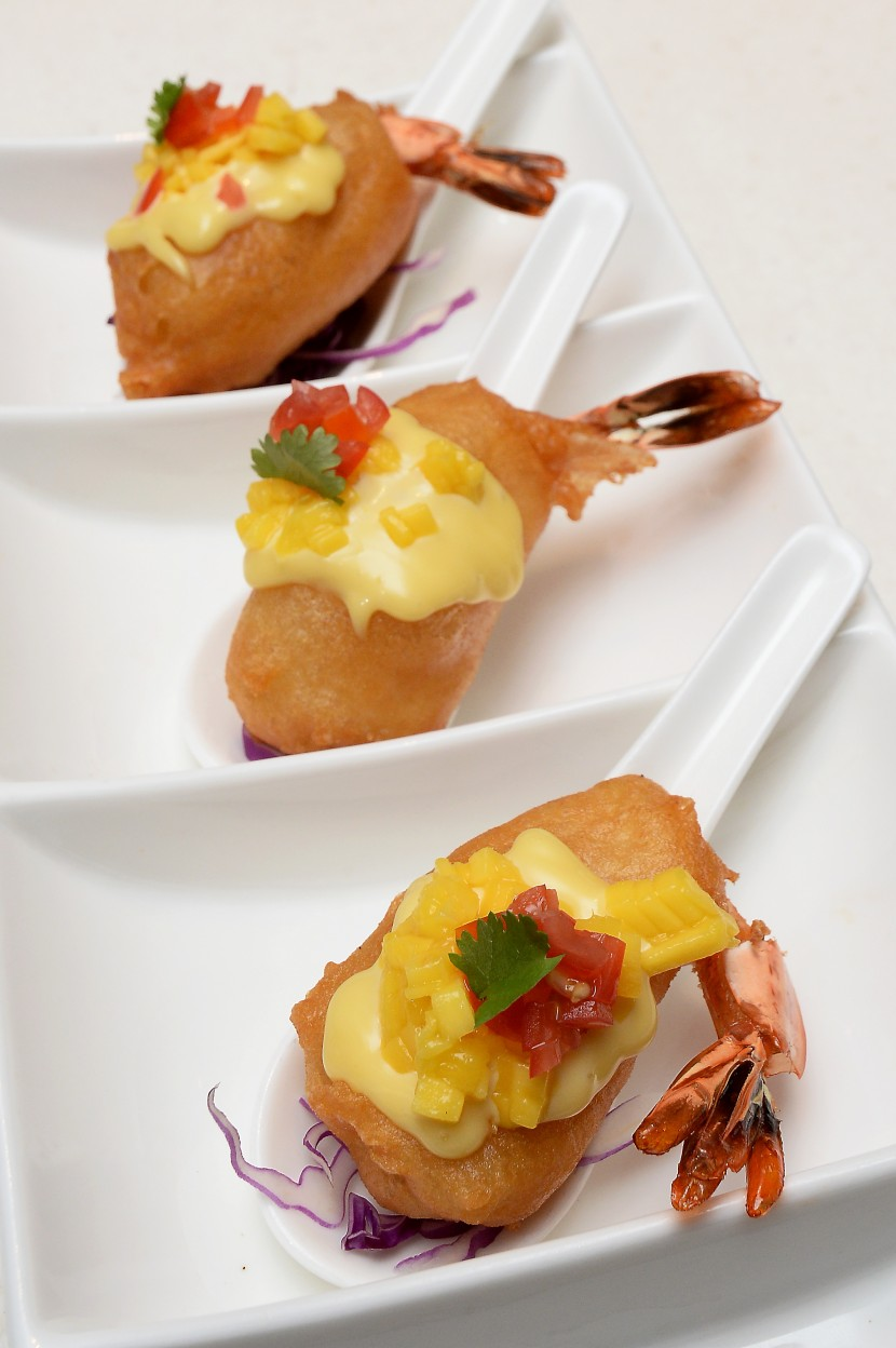 The Thai-style Deep-fried Phoenix Prawns with Mango.