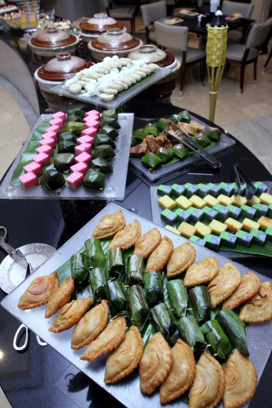 A selection of popular traditional kuih for diners to feast on.