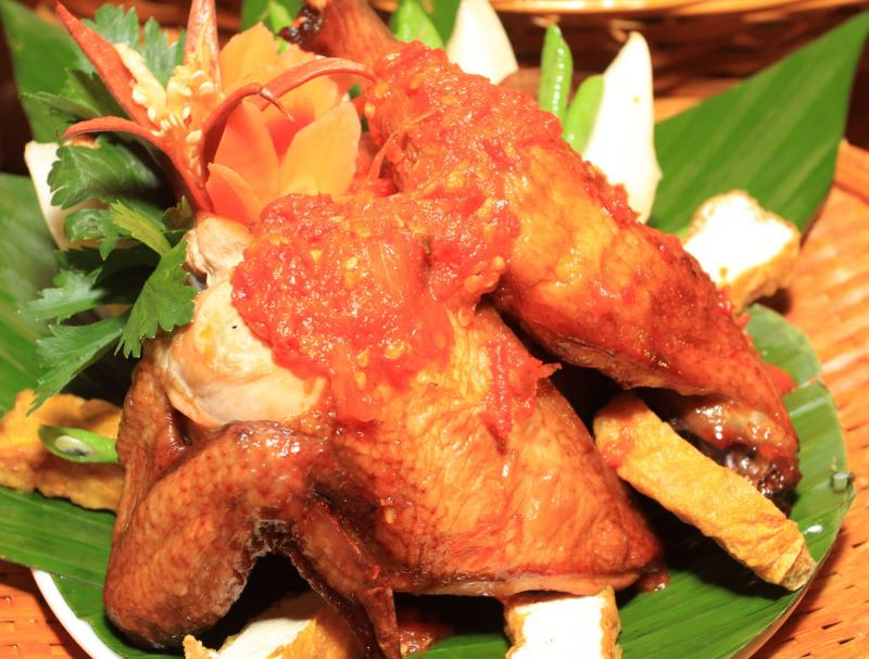 Despite the fierce appearance of the chilli paste, this straight-fowardly named Ayam Penyet Cili Merah is perfect to go with the seafood or normal briyani at Grand Seasons Hotel's Ramadan break fast.