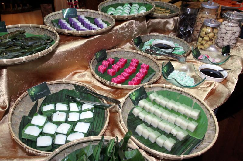Diners can feast on the assortment of local kuih at the buffet for dessert.