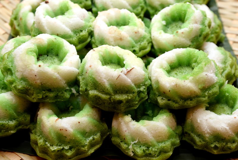 Traditional kuih served during the buffet.