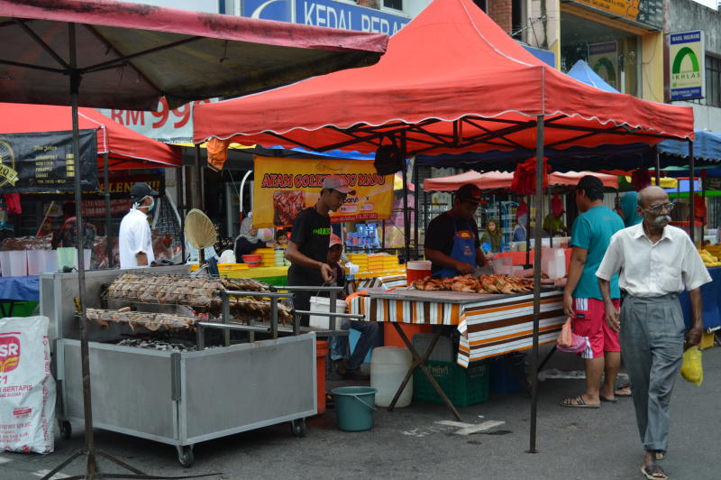 The Ayam Golek King Madu stall at the Ramadan Bazaar at Jalan Teluk Pulai, Klang.