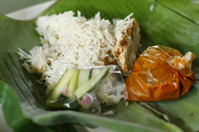 The delicious Nasi Dagang is popular during breakfast. Hj Kamarudin Mohamad tries to popularise it by using the traditional banana leaves and premium black tuna which is more tasty and flaky.
